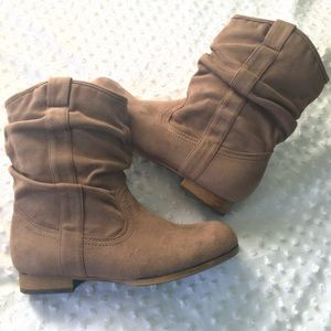 Shoes - Taupe Tan Brown Flat Western Ankle Boots